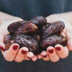 Darum solltest du unbedingt 6 Datteln vor der Geburt essen